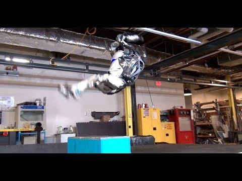 Havada Ters Takla Atan İnsansı Robot!