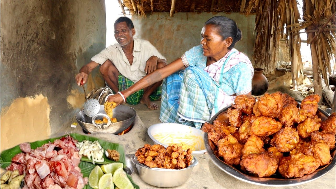 how santali tribe couple cooking CHICKEN PAKORA and eating with rice wine   rural village life india