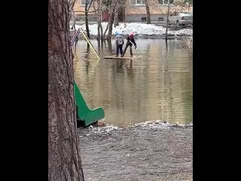 Суровые детские площадки Новосибирска