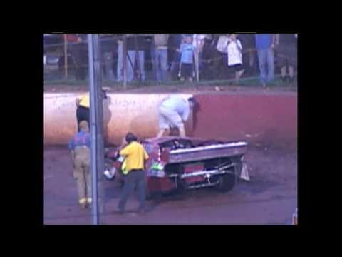 Dixie Speedway Woodstock Ga Danny Carter and Jim long tangle  5/9/09