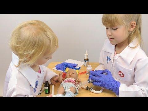 Играем в доктора с уколами Детская игра в больницу Делаем уколы игрушкам