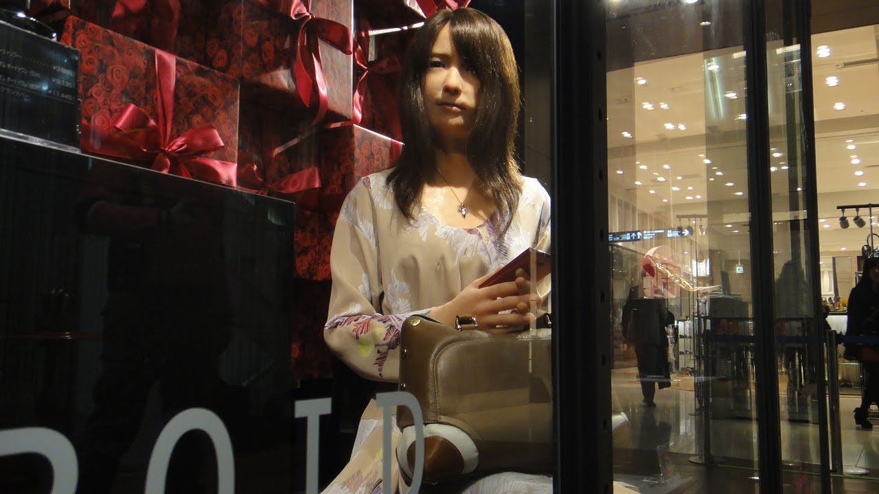 Geminoid-F Android in a Tokyo Department Store #DigInfo
