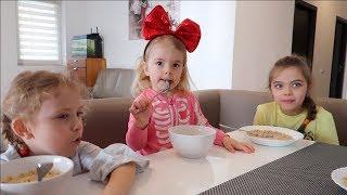 Micul dejun  in HOTEL   Mergem la CEL mai MARE LOC  de JOACA din ROMANIA   Video for kids