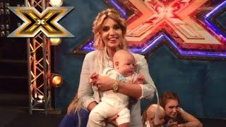 Оксана Марченко за кулисами с маленьким ребенком
