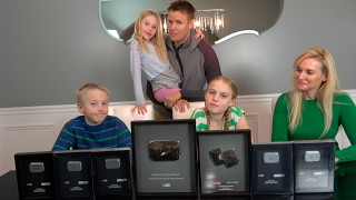 GIVING AWAY OUR SILVER PLAY BUTTON AWARDS!!