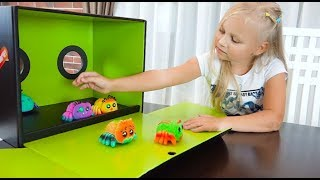 Алиса играет с новыми игрушками !!! YELLIES toys for kids !