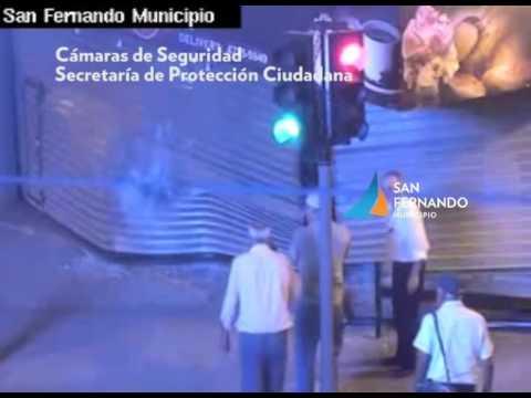 San Fernando   Auto se incrusta en heladeria