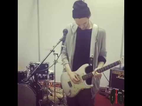 Josh Klinghoffer - Beautiful Guitar Solo Ever! (VIDEO)