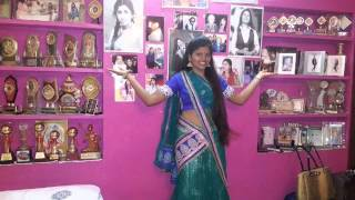 Download Hindi Video Songs - BASURI MEETHI MEETHI BAJE RE BY MADHU BHAT .. VEENA CASATTE SONG