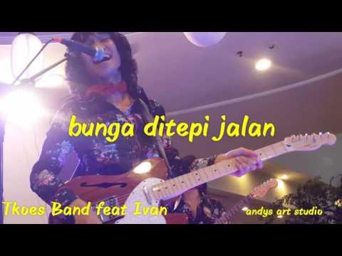 Bunga di tepi jalan by Tkoes Band feat Ivan