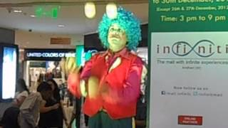Clown juggling 5 balls at a time during a promotional activity Thumbnail