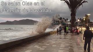 Olas golpeando el malecón de Mazatlán - Huracán Bud Mazatlán