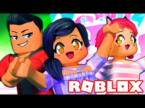 LIVING WITH MY CRAZY FRIENDS | ROBLOX