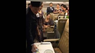 Singapore Airlines Cabin Crew training, Business Class->emergency