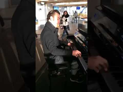 Amazing piano player at Aix en Provence TGV station