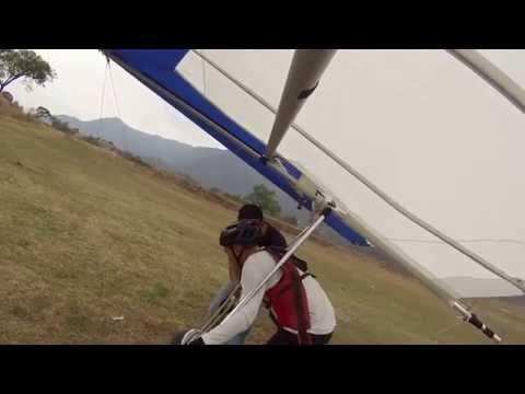 Practicas de despegues y aterrizajes en ala delta