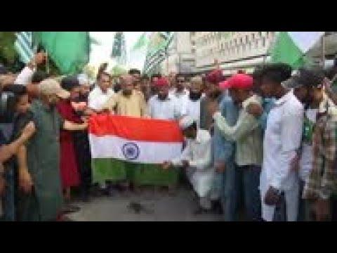 Islamic radical group protest India Kashmir status move