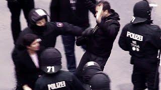 Demonstranten bedrängen Passantin, Polizei greift ein! N-TV schaut weg..