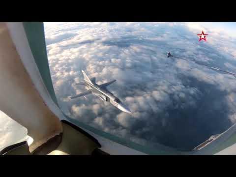 Самолеты Су-30СМ и Су-24 произвели дозаправку в небе над Калининградом