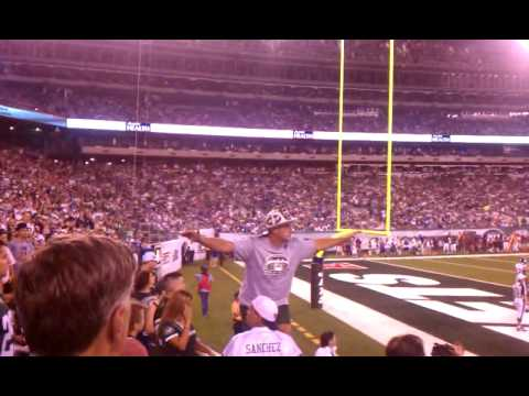 FIREMAN ED GETS INTO IT WITH GIANTS FAN