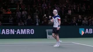 Nederlander Griekspoor stunt tegen drievoudig Grand Slam-winnaar Wawrinka