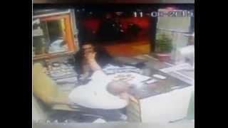 Mumbai shopkeeper attacked with sword & MUSLIM Customer saved him.........