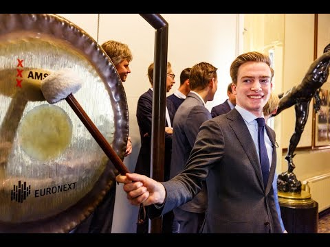 Tio student Rik opens Amsterdam Stock Exchange with bell