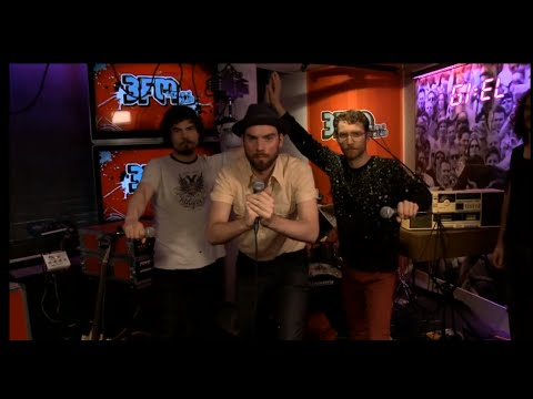 De Staat - Input Source Select (Vinticious Version) live at radio 3FM