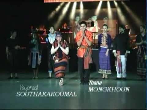 AKM2011 Lamvong et Costumes ethnies du Laos