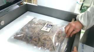 챔버식 중형크기 진공포장기로 양념 돼지고기 진공포장