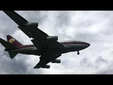 747SP Landing in Kelowna, BC
