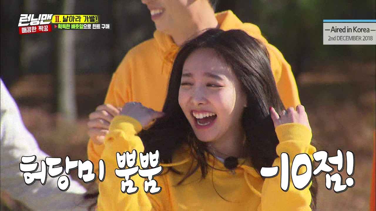 [RUNNINGMAN THE LEGEND] [EP 428-4] | Who can fly a wig the furthest? with TWICE (ENG-IND SUB)