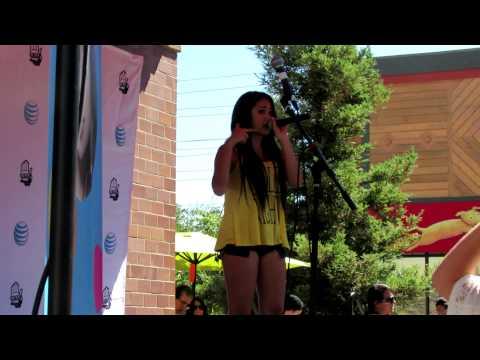 """Jasmine V  singing """"Jealous"""" live at Roseville"""