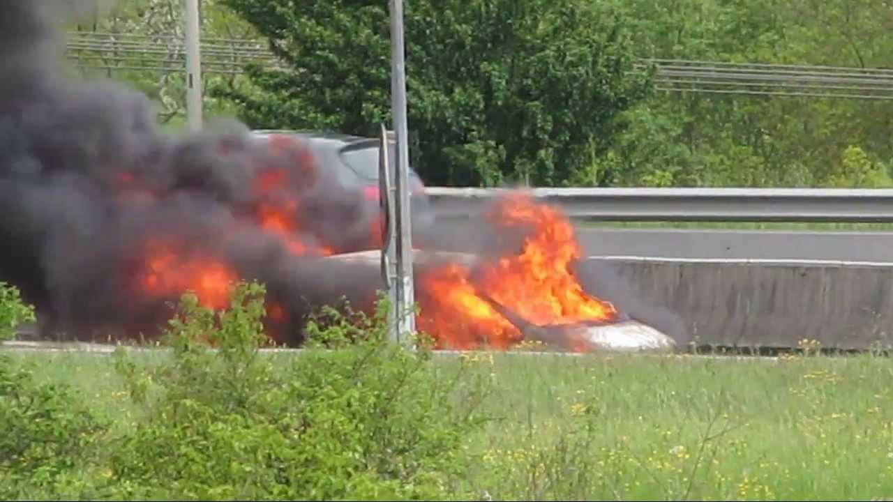 voiture en feu rocade toulouse ouest le 19 04 2013 16h32 youtube. Black Bedroom Furniture Sets. Home Design Ideas