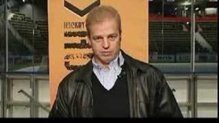 Bengt-Åke Gustafsson överraskar Marie Lehmann i hockeykväll.