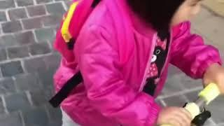 Foodie XiaoMan 超萌小吃貨~小蛮殿下説ambulance的声音...叮咚叮咚叮咚🚑😁🍄🛴 #kid #baby #eatingmachine #小蛮 #xiaoman
