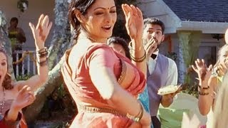Navrai Majhi (Video Song) | English Vinglish
