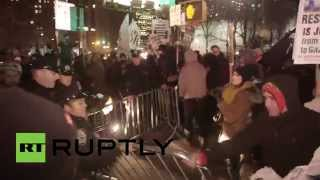 Anti-police brutality protesters storm & shut down Manhattan Bridge in NYC