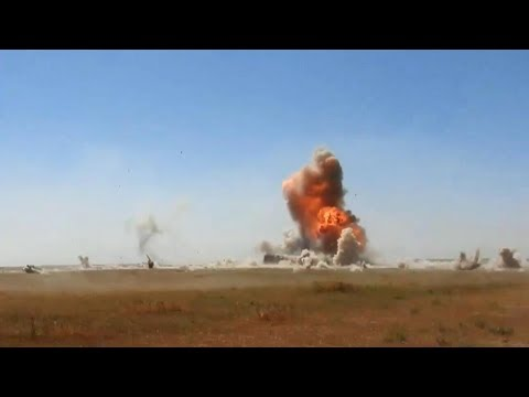 Iraqi Badr forces evade incoming ISIS car bomb (Western Nineveh, Iraq)