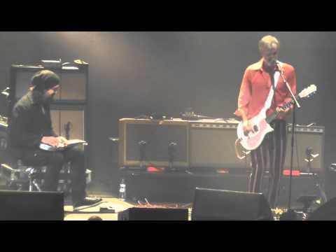 Triggerfinger - Hunt You Down ( Gordie Johnson from Big Sugar) (Vorst Nationaal Brussel 06/12/2014)