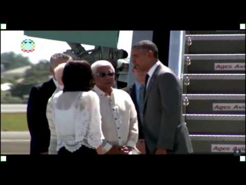 Barack Obama arrives at Manila airport