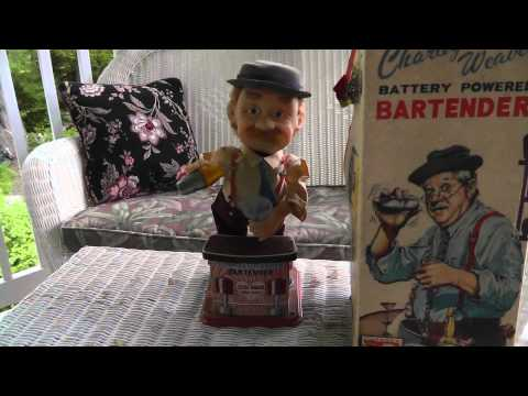 Vintage Charlie Weaver Battery Operated Bartender Tin Toy In Action With Chickens!