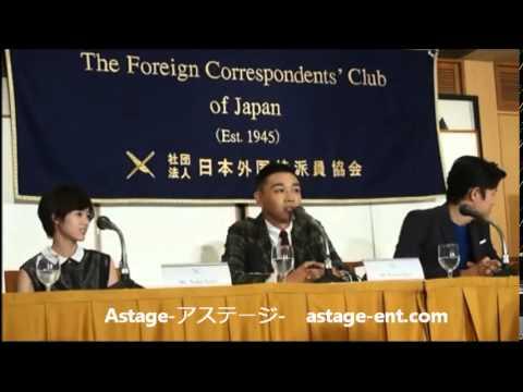 2014.08.07 主演の鈴木亮平とYOUNG DAISが、会見で流暢が英語を披露し、外国マスコミ陣を驚かせました。 世界初のバトル・ラップ・ミュージカル!...