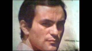 Solo y tomando mate  -   Leonardo Favio