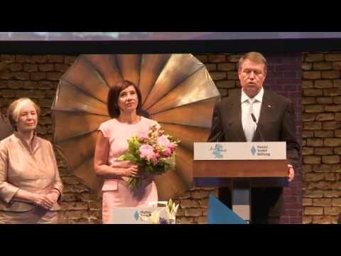 """STIRIPERURSE.RO Discursul lui Klaus Iohannis de la decernarea a premiului """"Franz Josef Strauss"""""""