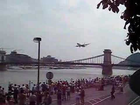 Budapest airshow @ the Danube Malev B767-300 flying low