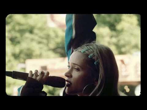Youtube: Lolo Zouaï – Moi (Live Edit)