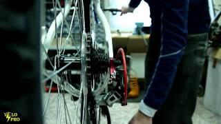 Как самостоятельно настроить задний переключатель на велосипеде(Прежде чем выполнять настройку заднего переключателя, требуется проверить ровность петуха, видео тут:..., 2015-03-14T22:03:34.000Z)