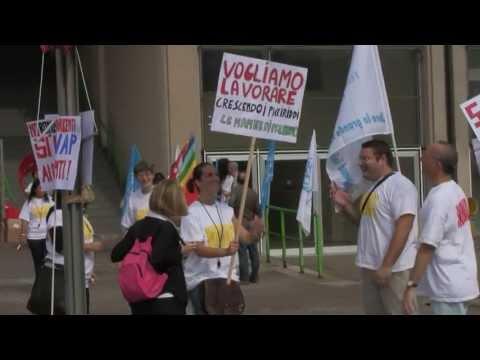 Sciopero i dipendenti di Santander Consumer Bank Italia.