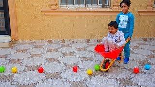 يلعبون ب عربية التراب على الكور !
